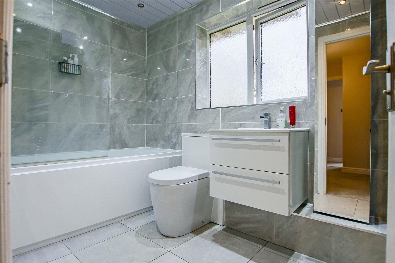 5 Bedroom Detached House For Sale - 8.jpg